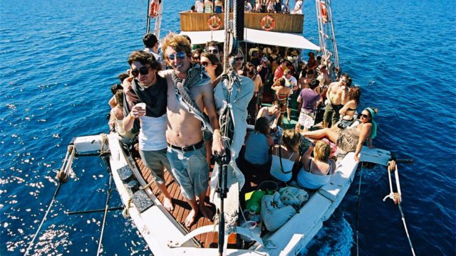 garden-festival-boat